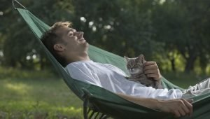 6 Ways To Chill With Your Cat On National Relaxation Day